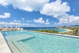 TERRASSE DE MER... Hillside villa, breathtaking view of Baie Rogue Beach.